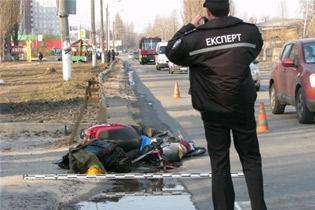 ДТП в Москве: при столкновении трех автомобилей - один отбросило на скутер - водитель которого погиб на месте
