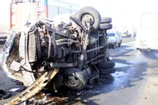 ДТП в Омске : КАМАЗ протаранил маршрутку с людьми - 8 человек ранены (ФОТО)