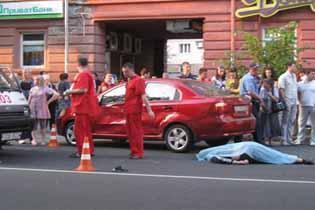 ДТП в России : в Москве байкер сбил пешехода, а убил себя и пассажирку (ФОТО)