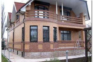 комбинированный фасад дома.