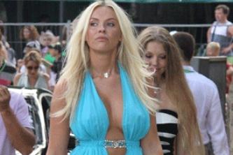 Юлия Саркисова блестяще справилась с ролью супруги Димы Билана: http://www.profinews.com.ua/get.php/78727/yuliya-sarkisova-blestyashche-spravilas-s-rolyu-suprugi